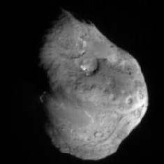 Image NASA-Comet Tempel 1, approximately 5 minutes before Deep Impact's impactor smashed into its surface (Image: NASA)