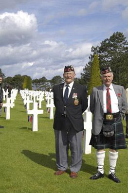 Véterans au cimetière américain de Colleville-sur-Mer © photo Yvan Marcou